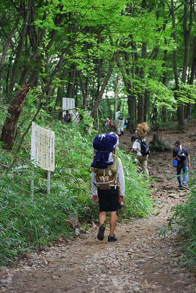 送り火1(登山).JPG